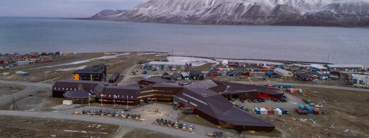 La ville de Longyearbyen, sur l\'archipel duSvalbard, en Norvège, le 31 octobre 2017.