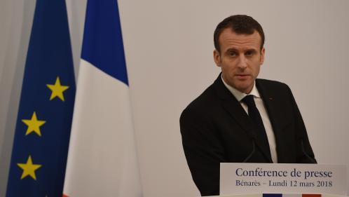 """VIDEO. Emmanuel Macron agacé par la question d'une journaliste sur sa visite """"privée"""" au Taj Mahal avec son épouse"""