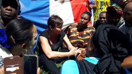 DIRECT. Mayotte : premier échange tendu entre la ministre Annick Girardin et les manifestants de l'archipel