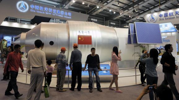 Un modèle de la station spatiale Tiongang-1 lors d\'un salon à Zhuhai (Chine), le 19 novembre 2010.