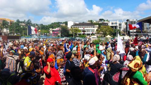 """Crise à Mayotte : un """"accord de principe"""" trouvé entre les manifestants et la ministre, l'intersyndicale va proposer la levée des barrages"""