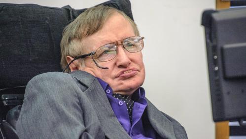 """""""Stephen Hawking réfléchissait en permanence à l'univers"""" : l'un de ses anciens étudiants nous raconte son expérience avec l'astrophysicien"""