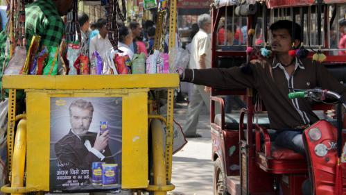 """Inde : l'acteur Pierce Brosnan a fait la pub d'un produit nocif (mais assure avoir été """"trompé"""" par le fabricant)"""