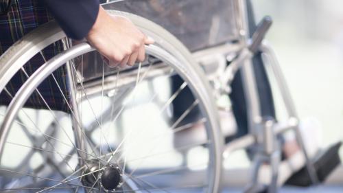 """""""Cela risque d'être très compliqué pour vous"""" : une école de journalisme refuse un candidat à cause de son handicap"""