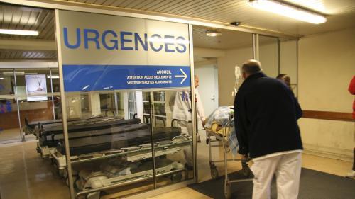 """VIDEO. """"On déborde"""" : le cri d'alarme des urgences face aux conditions d'accueil des patients à l'hôpital"""