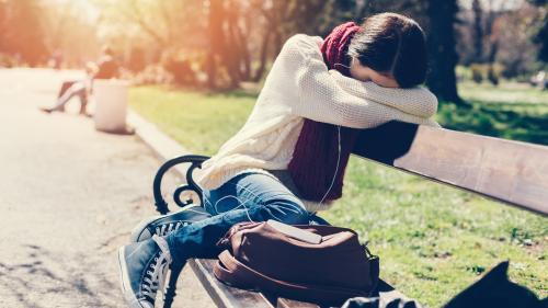 """""""Les familles disjonctent parfois"""": une responsable d'agence raconte pourquoi elle refuse de placer des jeunes au pair en France"""