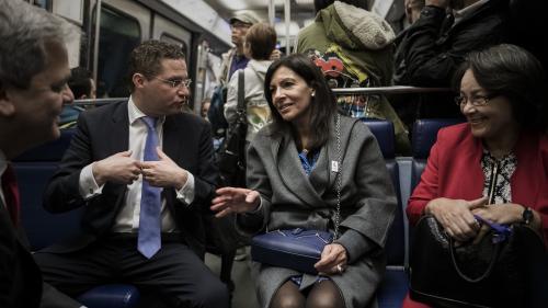 Anne Hidalgo dit réfléchir à la gratuité des transports en commun dans l'agglomération parisienne