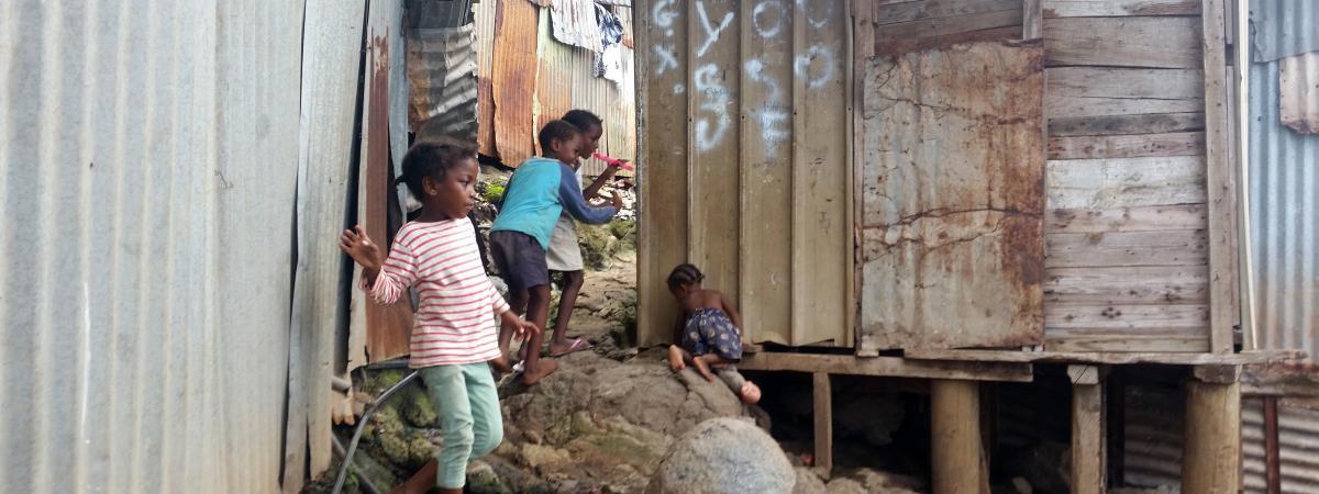 Le journal des Outre-mers. Pauvreté : Majicavo Koropa à Mayotte, l'un des villages les plus défavorisés du ...