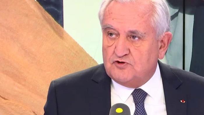 """VIDEO. """"On peut quand même interroger les gens à des heures raisonnables!"""" : Jean-Pierre Raffarin s'agace de la garde à vue de Nicolas Sarkozy"""