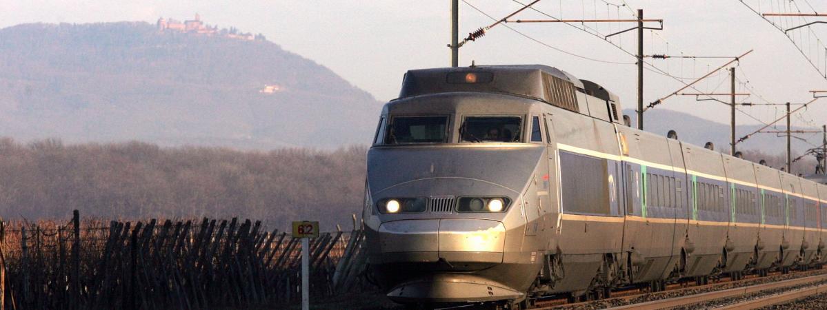 Un TGV en Alsace, en 2005.
