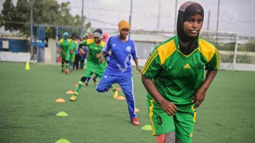 VIDEO. Somalie : elles défient les islamistes en jouant au foot