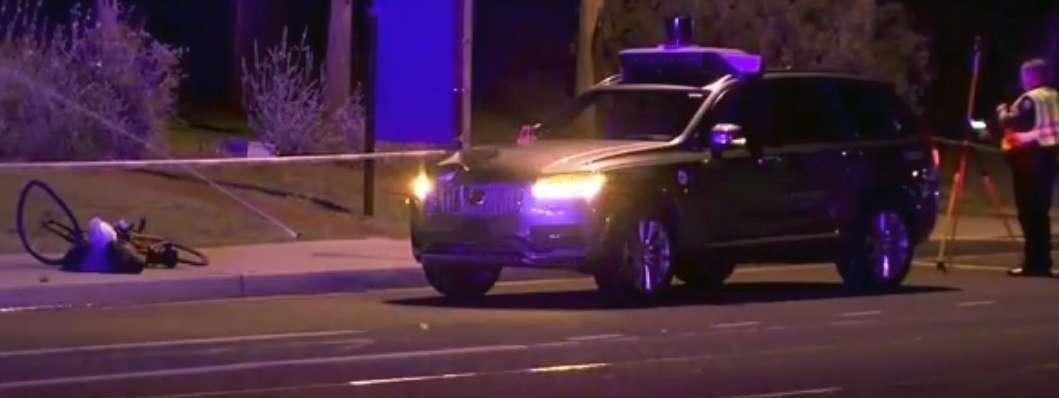 etats unis une voiture uber sans conducteur tue une pi tonne dans l 39 arizona. Black Bedroom Furniture Sets. Home Design Ideas