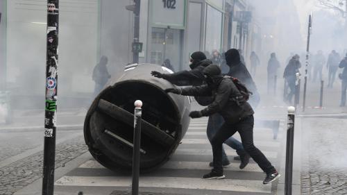 DIRECT. Manifestations à Paris : des policiers visés par des projectiles et des dégradations constatées en marge des cortèges