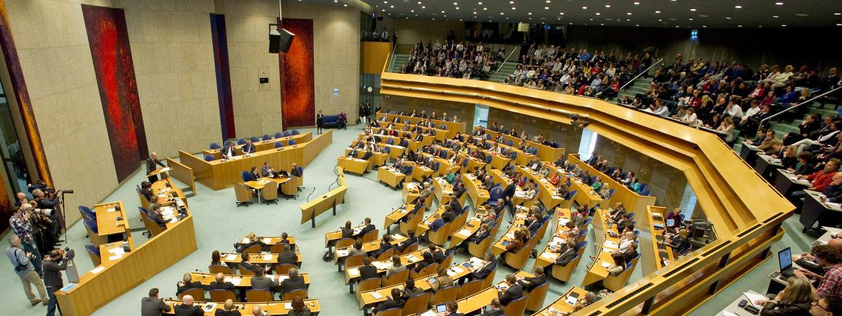 Pays bas un homme tente de se suicider pendant une for Chambre basse parlement