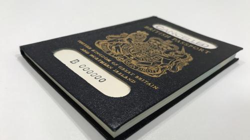 """Royaume-Uni : les passeports post-Brexit seront """"made in France"""""""