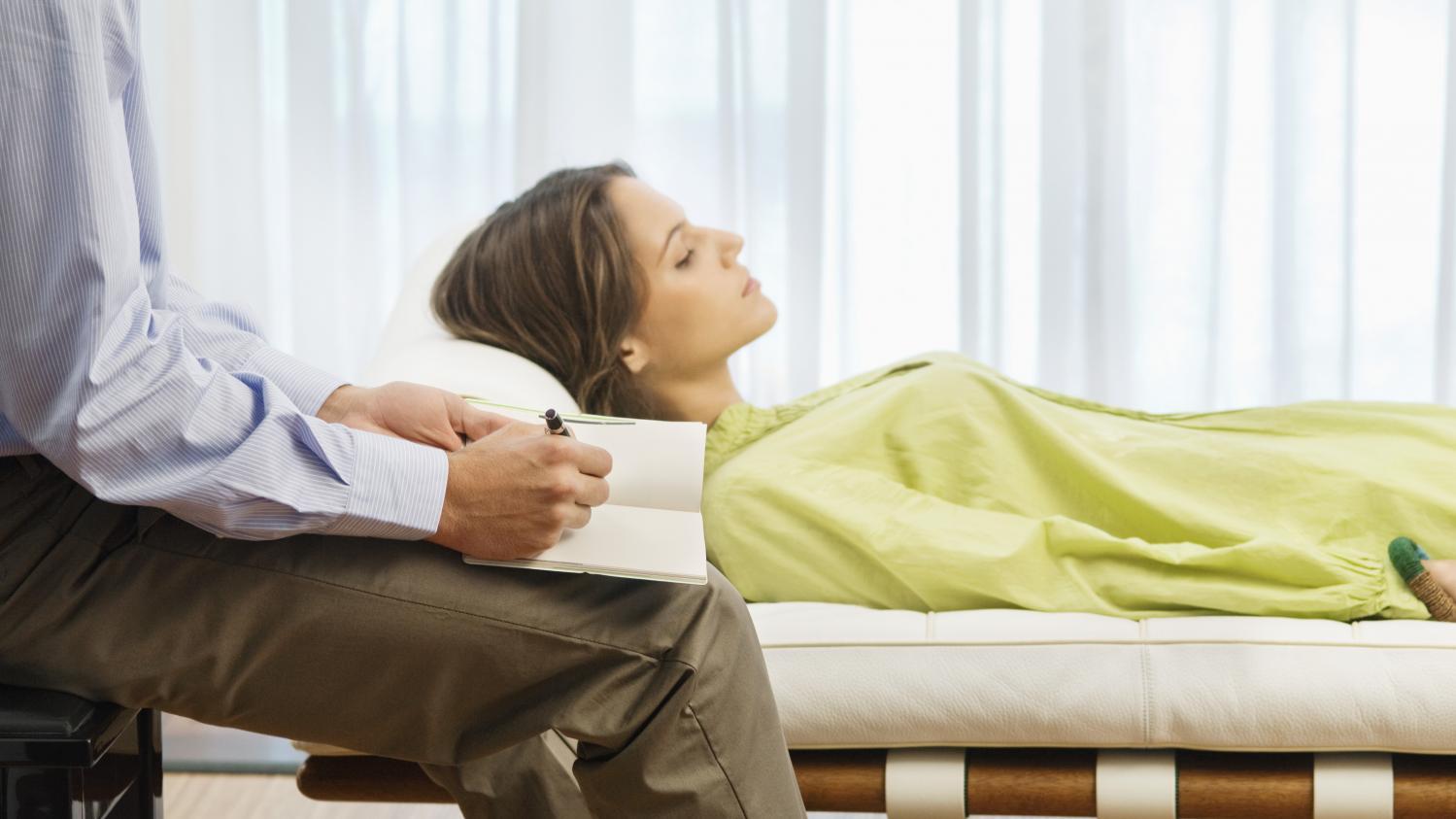 il m 39 a saut dessus en fin de s ance des patientes racontent comment des psychiatres ont. Black Bedroom Furniture Sets. Home Design Ideas