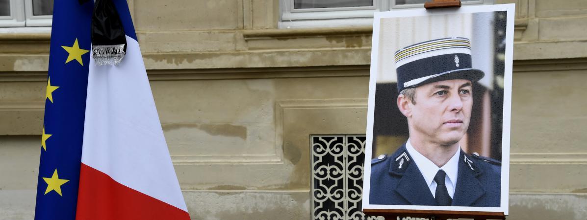 Le portrait d\'Arnaud Beltrame, au ministère de l\'Intérieur, à Paris, le 28 mars 2018.
