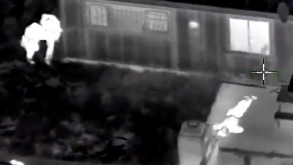 Stephon Clark est visible au sol après avoir touché par balles, sur cette capture d'écran de l'enregistrement aérien réalisé par la police.