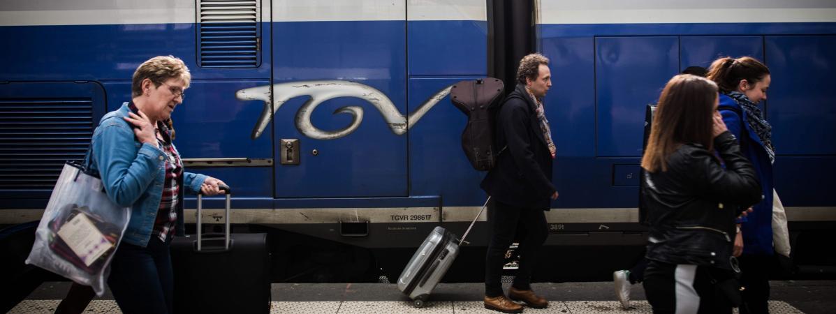 Des voyageurs en gare de Lyon à Paris, le 31 mars 2018.