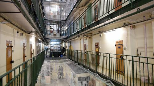 Rixe entre Booba et Kaaris : dans quelles conditions vont être détenus les deux rappeurs en prison ?