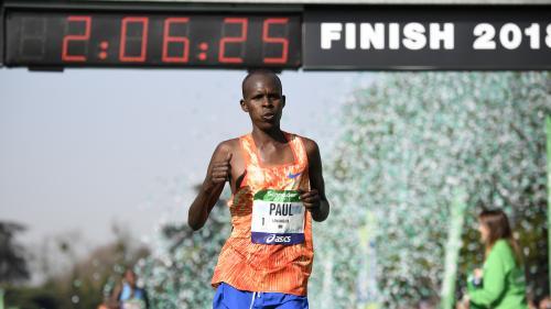 VIDEO. Les Kenyans Paul Lonyangata et Betsy Saina remportent le 42e marathon de Paris
