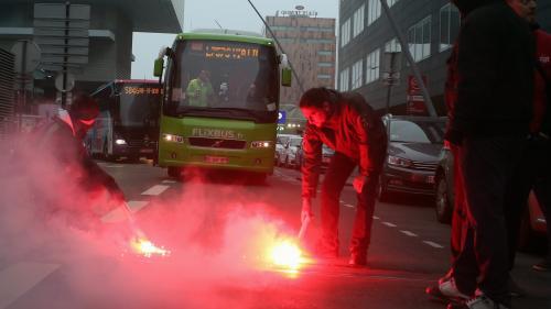 VIDEO. SNCF : des cheminots grévistes bloquent le départ des bus à Lille