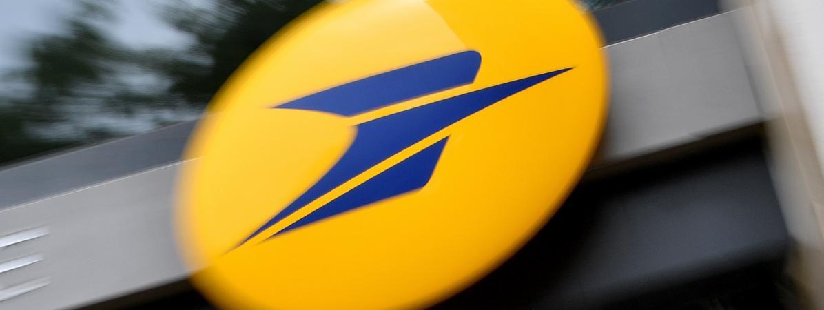 Le logo de La Poste, en juin 2017 à Nantes.