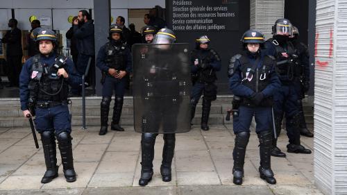 """Sept interpellations pour """"rébellion"""" à l'université de Nanterre, évacuée par des CRS"""