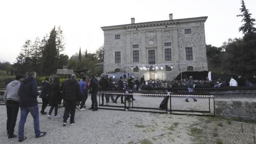 Alpes-Maritimes : la propriétaire d'un château accuse Dieudonné d'avoir causé 5000 euros de dégâts sur sa propriété