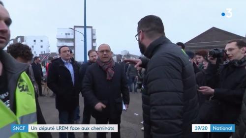 """VIDEO. """"Barre-toi !"""" : l'impossible dialogue entre un député LREM et des cheminots en grève"""