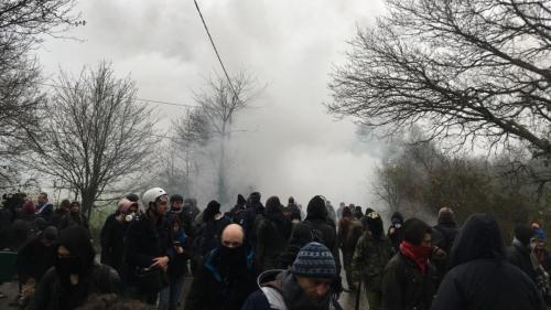 """Notre-Dame-des-Landes : """"A 3h30, on a été réveillés par des bruits"""", témoigne un paysan de la ZAD"""