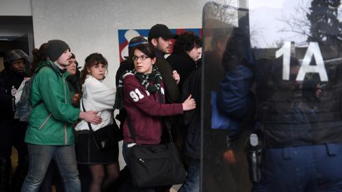 """VIDEO. """"C'est inacceptable"""" : deux témoins racontent l'intervention musclée de la police à Nanterre"""