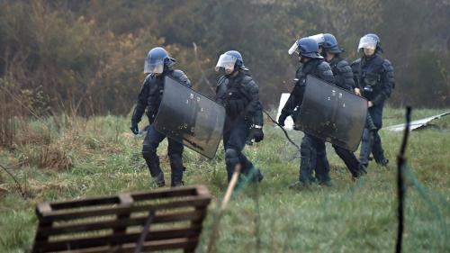 DIRECT. Notre-Dame-des-Landes : plusieurs tirs de fusées ont visé un hélicoptère de la gendarmerie sans l'atteindre
