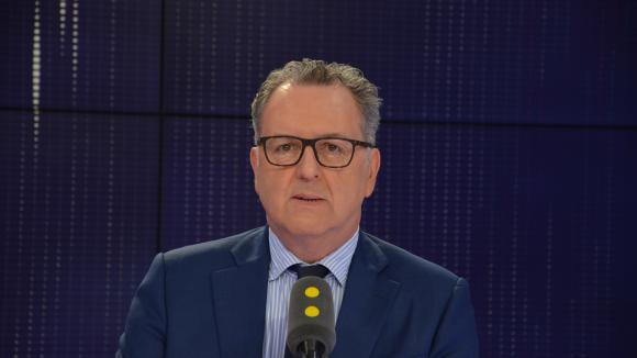 Ferrand rappelle à l'ordre les députés LREM contestataires — Asile et immigration
