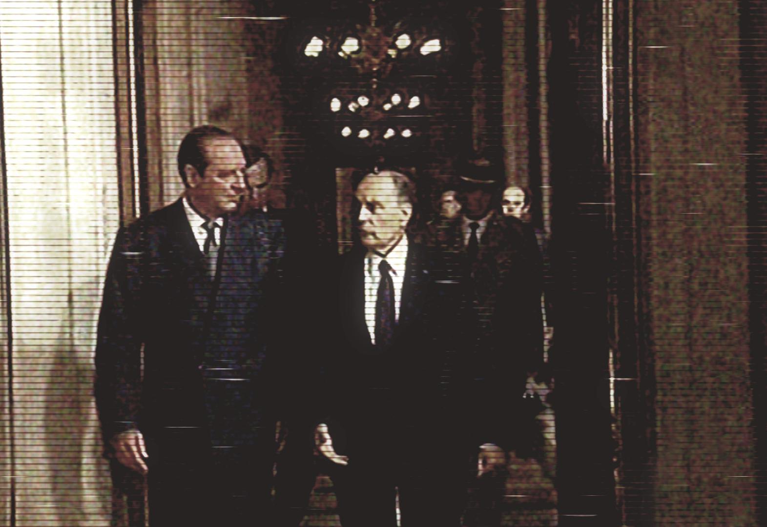 Au cours de la cérémonie, Jacques Chirac invite François Mitterrand dans son bureau, pour y signer un livre d\'or.