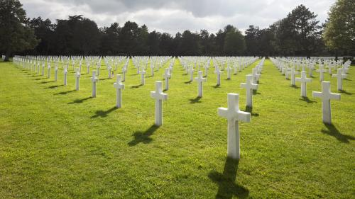 VIDEO. Débarquement : l'émotion des vétérans revenus en Normandie