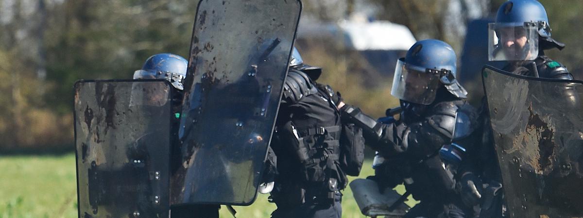 Policiers en intervention dans la ZAD de Notre-Dame-des-Landes, le 11 avril.