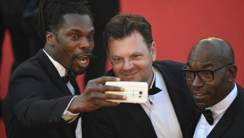 """""""C'est moche neuf fois sur dix"""" : les patrons du Festival de Cannes justifient l'interdiction des selfies sur le tapis rouge"""