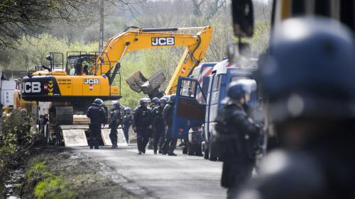Notre-Dame-des-Landes : après la fin des expulsions, la gendarmerie entame une opération pour dégager les routes