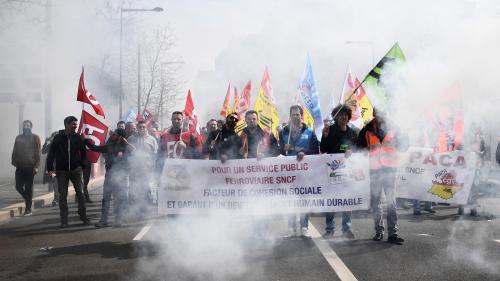 Grève à la SNCF : la mobilisation des cheminots est-elle en train de faiblir?