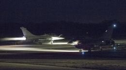 Un Rafale de l\'armée française se prépare à décoller sur la base aérienne de Saint-Dizier (Haute-Marne) pour frapper la Syrie, dans la nuit du 13 au 14 avril.