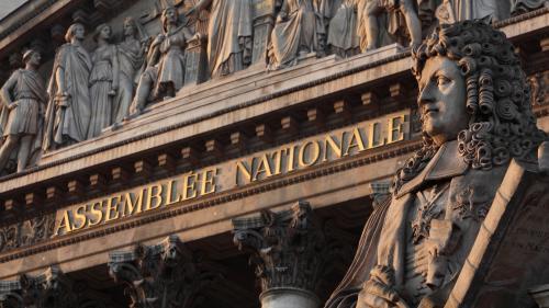 Frappes françaises en Syrie: un débat sans vote au Parlement lundi après-midi