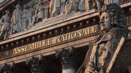 Les députés débattront des frappes françaises en Syrie lundi 16 avril à partir de 17 heures à l\'Assemblée nationale.