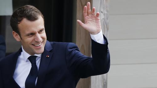 Sondages en berne, anniversaire et grogne : trois raisons qui expliquent l'offensive médiatique d'Emmanuel Macron