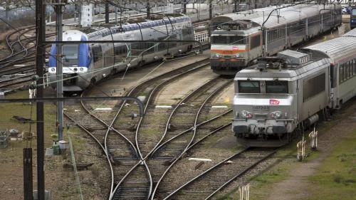 Macron assure que la loi protégera la SNCF d'une privatisation, la gauche affirme le contraire : qui dit vrai ?