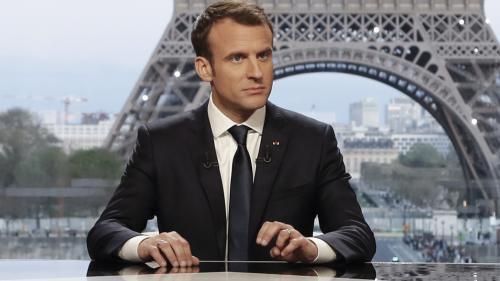 """Une deuxième journée non payée pour financer la dépendance : trois questions sur la """"piste"""" envisagée par Macron"""
