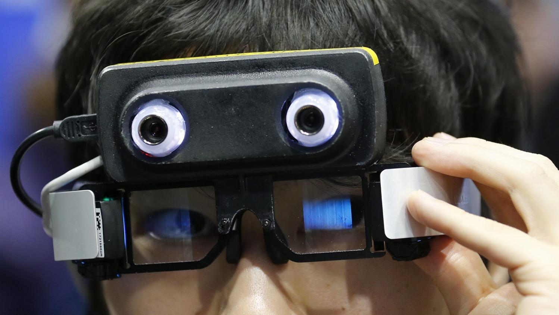 nouveau monde la paire de lunettes est elle l objet connect du futur. Black Bedroom Furniture Sets. Home Design Ideas