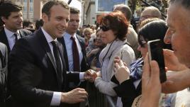 """VIDEO. """"Vous croyez que je vais pouvoir conduire un train à 65 ans?"""" : un cheminot interpelle vivement Emmanuel Macron"""