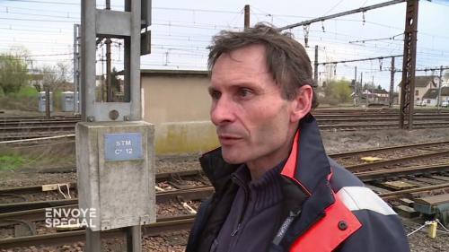 """VIDEO. """"On n'a plus la même aura"""" : le monde des cheminots au soir de son histoire"""