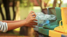 VIDEO. Journée mondiale de la Terre : on a essayé d'enlever tout le plastique d'une maison (et il ne reste plus grand chose)